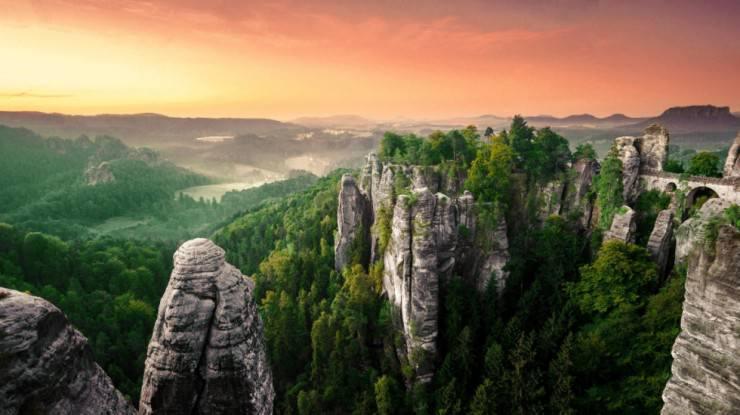 Top-10-Viewpoints-Saxon-Photo-by-Thomas-W-740x415