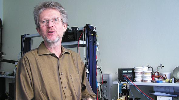 Doc. Ing. Fedor Gömöry, DrSc., v roku 2012 so svojím vedeckým tímom urobil prielom vo výskume magnetickej neviditeľnosti. zdroj: archív F. Gömöryho
