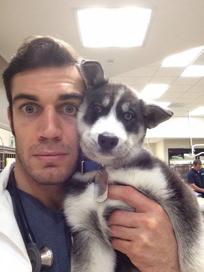 hottest-vet-pet-doctor-evan-antin-california-320__700