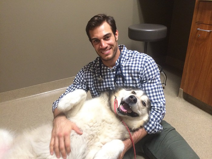 hottest-vet-pet-doctor-evan-antin-california-433__700