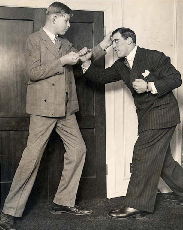 at-age-12-wadlow-learned-that-he-had-a-hyperactive-pituitary-gland-that-caused-his-incredible-growth-in-this-photo-world-heavyweight-champion-primo-carnera-playfully-punches-wadlow-then-6-foot-11