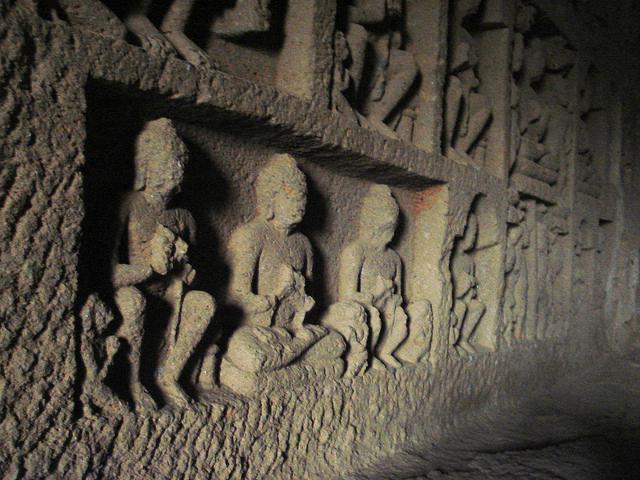 08-statues