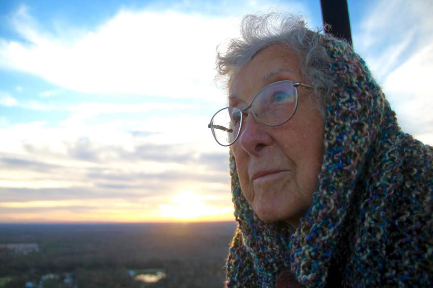 90-year-old quits cancer treatment to travel world