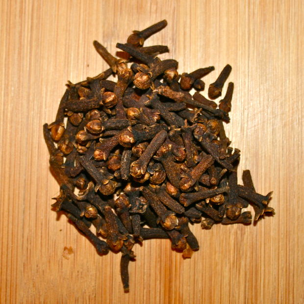 Picture of Using Clove to Cure Toothaches
