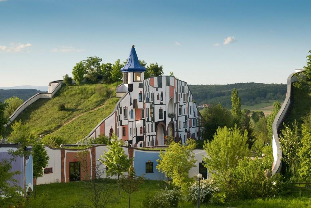 1157855-1000-1459944336-Hotel_Therme_Rogner_Bad_Blumau_Kunsthaus