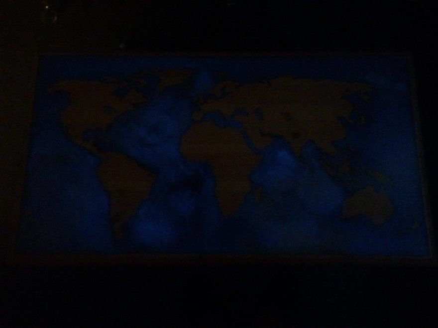 I-turned-my-old-coffee-table-in-a-glow-in-the-dark-epoxy-map-of-world-which-folds-out-570d20340d2af__880
