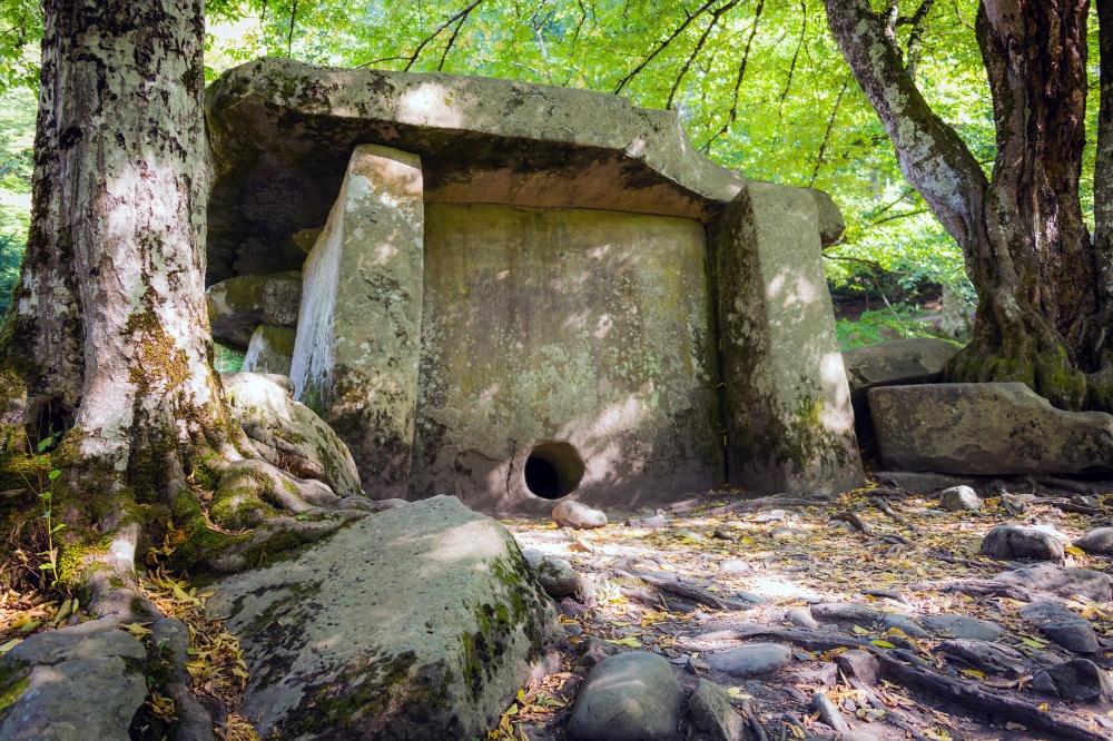 1998005-1000-1463724919-dolmen