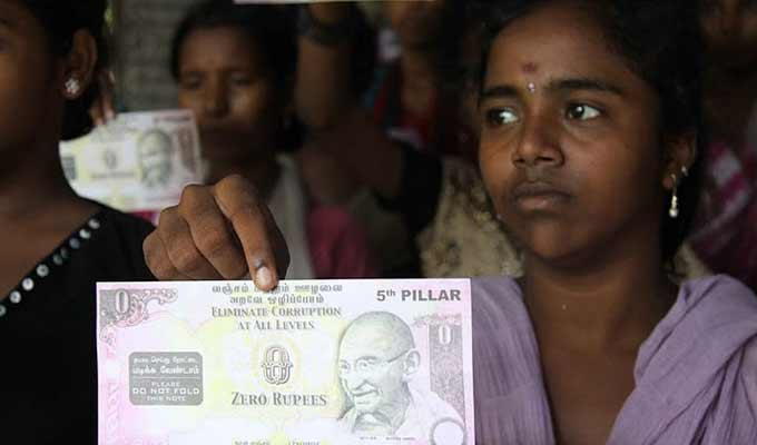 woman-holding-a-zero-rupe