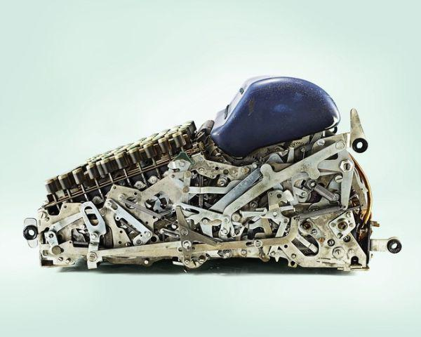 everyday-things-cut-in-half-reveal-some-pretty-complex-inner-workings-31-photos-5