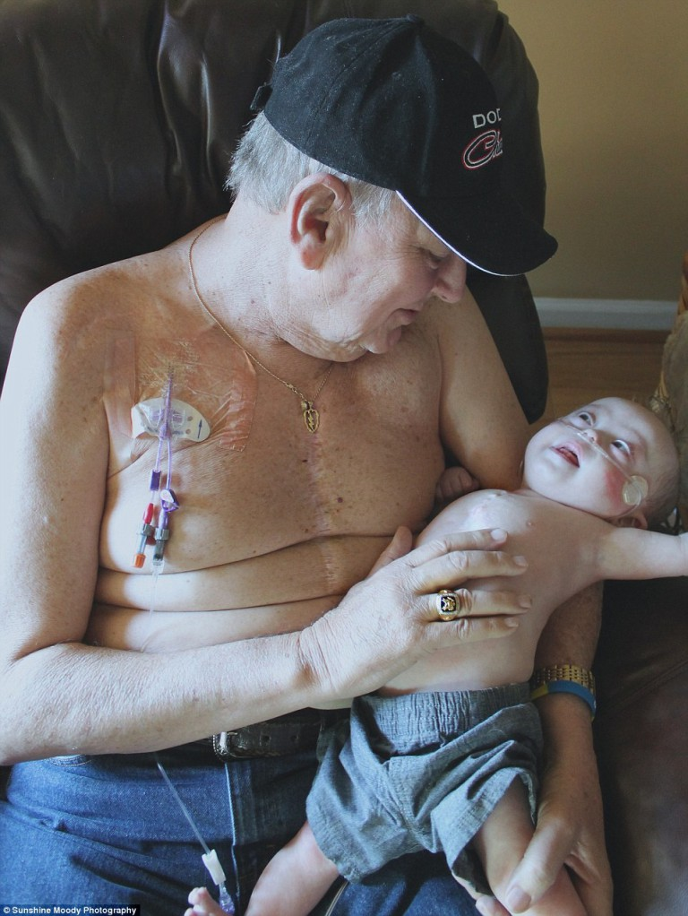 Incredibly-Touching-Photo-One-Life-is-Just-Beginning-While-the-Other-is-Coming-to-an-End-2-768x1022