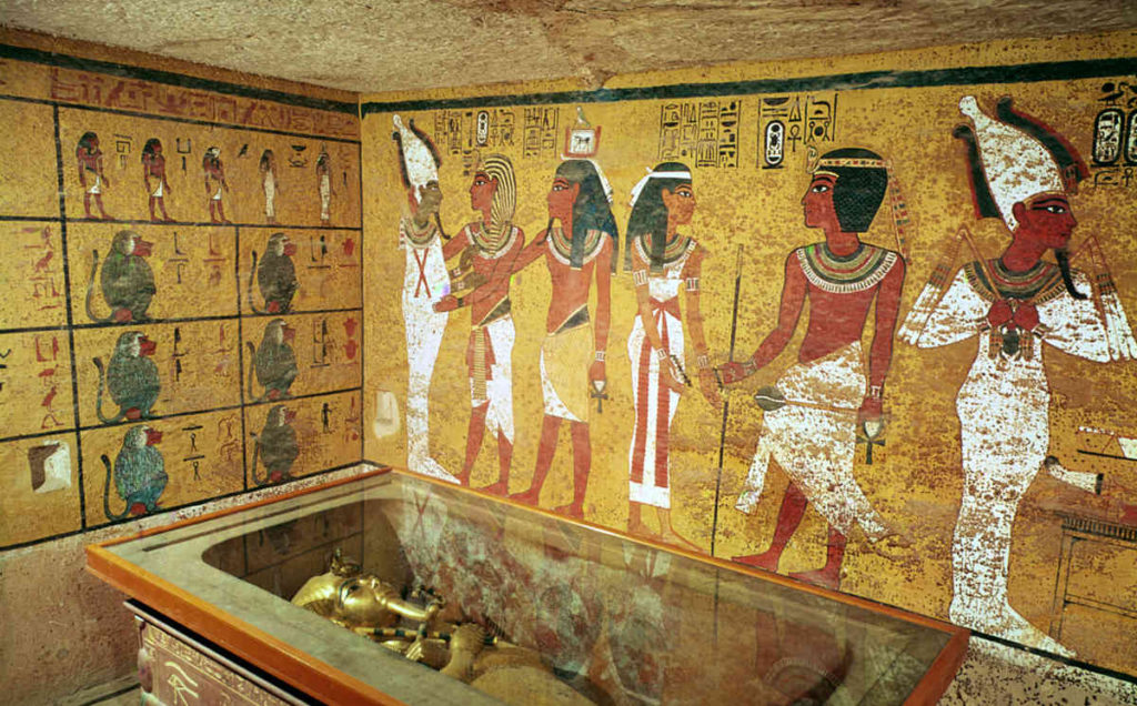 The burial chamber in the Tomb of Tutankhamun, New Kingdom (photo)