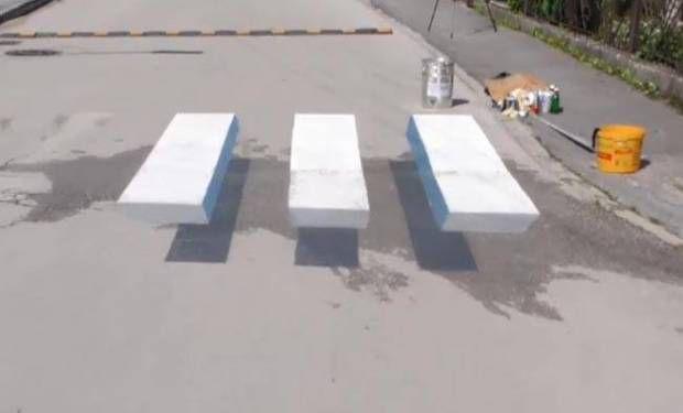 V Čadci vznikol 3D priechod pre chodcov. Jednoduchá geometria zmätie množstvo vodičov