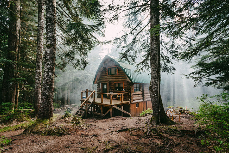 cozy-cabins-in-the-woods-67-575febb80061b__880