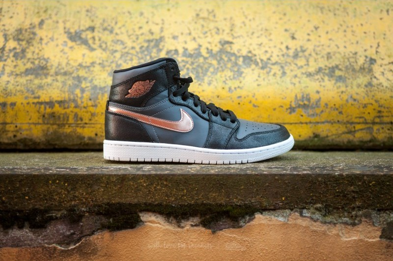 air-jordan-1-retro-high-bronze-medal-black-metallic-red-bronze-dark-grey-white