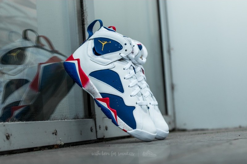 air-jordan-7-retro-white-metallic-gold-coin-deep-royal-blue-fire-red