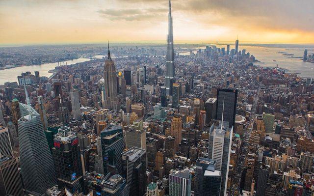 Burj Khalifa je v súčasnosti najvyššou budovou sveta. Má vyše 829 metrov. Ak by sme ju umiestnili do New Yorku, prekonala by výšku One World Trade Center o vyše 300 metrov a Empire State Building o vyše 396 metrov.