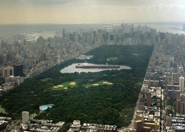 Najväčší ropný tanker na svete s dĺžkou vyše 458 metrov bol Seawise Giant. Ak by sme ho umiestnili do najväčšieho jazera v newyorskom Central Parku, ostalo by len približne 106 metrov miesta.