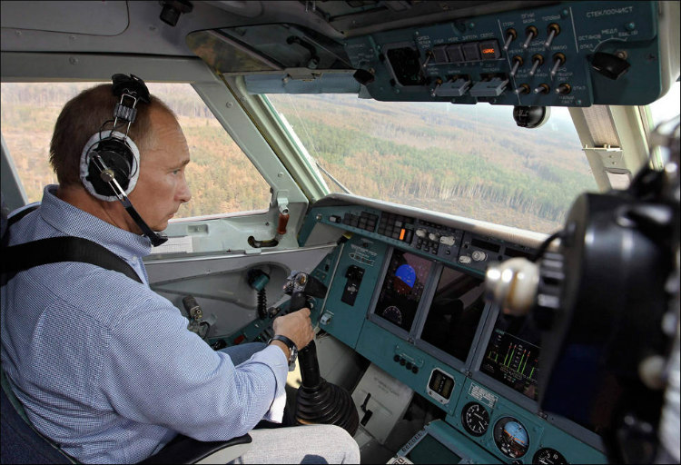 putin-in-firefighting-plane