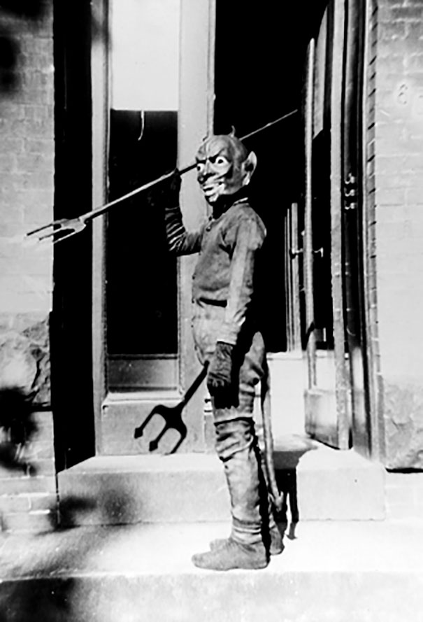 scary-vintage-halloween-creepy-costumes-37-57f65d4705116__605