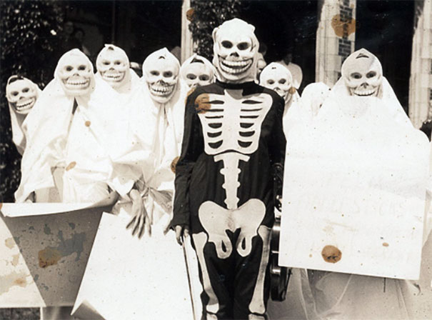 scary-vintage-halloween-creepy-costumes-30-57f6596929f7b__605