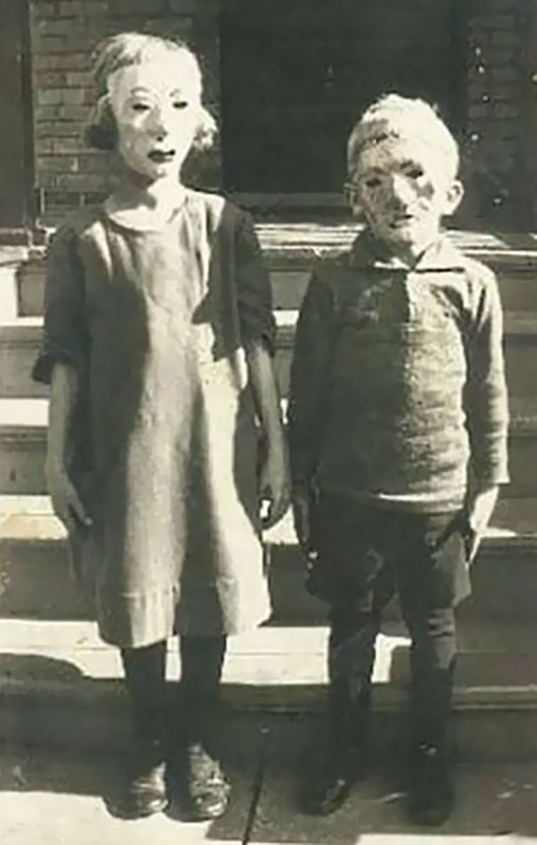 scary-vintage-halloween-creepy-costumes-23-57f6505463c96__605