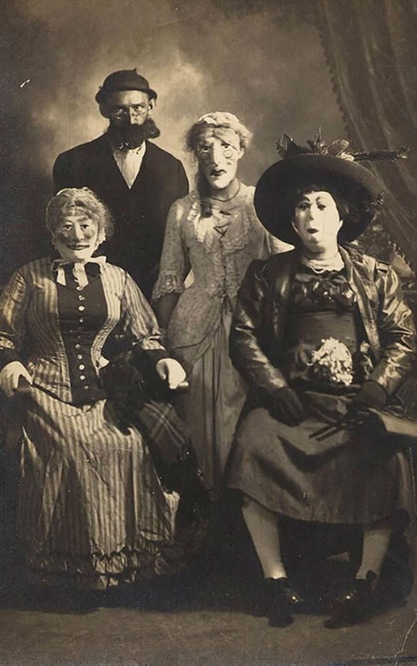 scary-vintage-halloween-creepy-costumes-20-57f649625b5c4__605