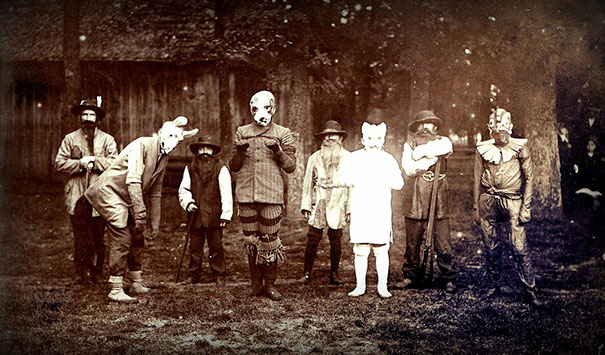 scary-vintage-halloween-creepy-costumes-14-57f649510ab8c__605