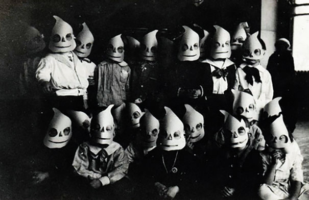scary-vintage-halloween-creepy-costumes-9-57f649444ee66__605
