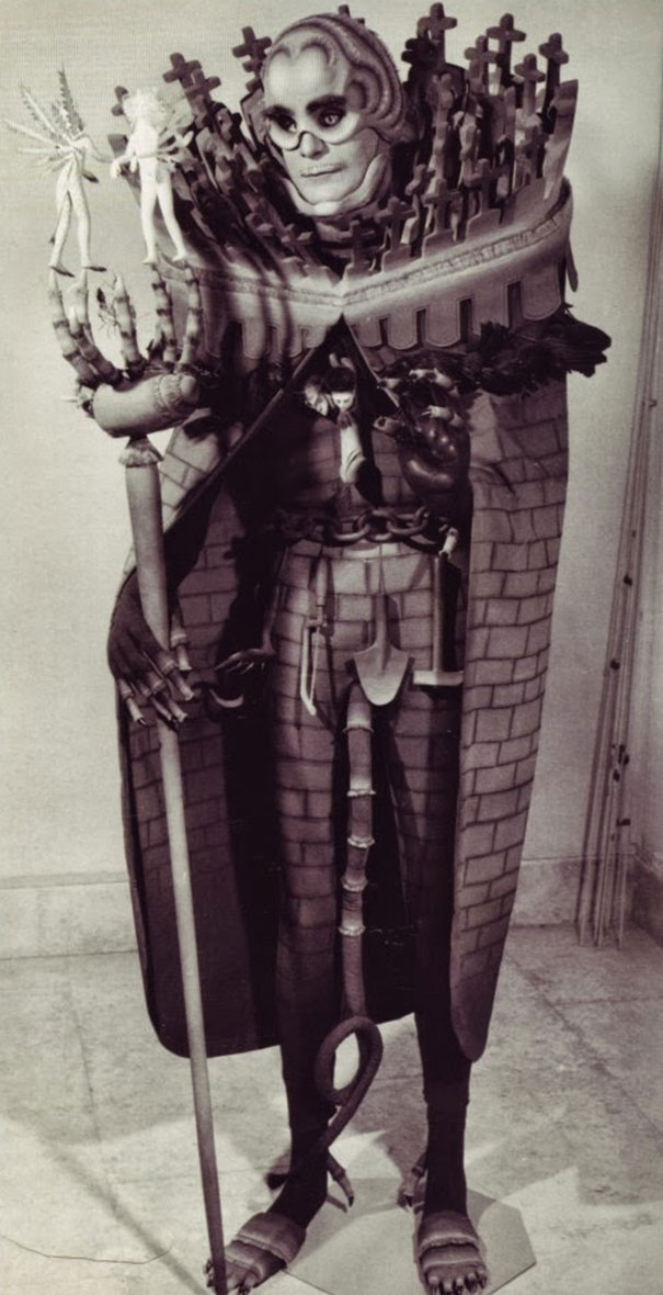 scary-vintage-halloween-creepy-costumes-132-57fca01f2f3ad__605