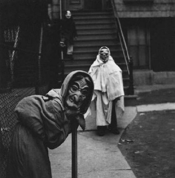 scary-vintage-halloween-creepy-costumes-77-57f75941d1bcc__605