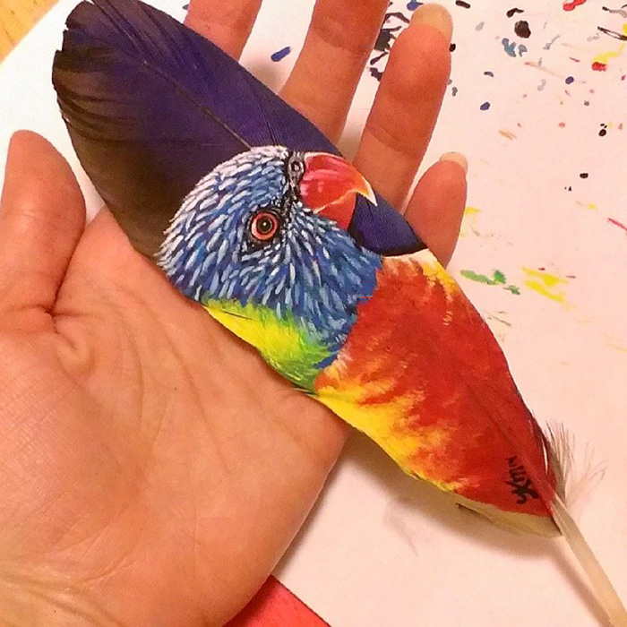 i-make-realistic-paintings-on-delicate-feathers-5809b78d07e7a__700