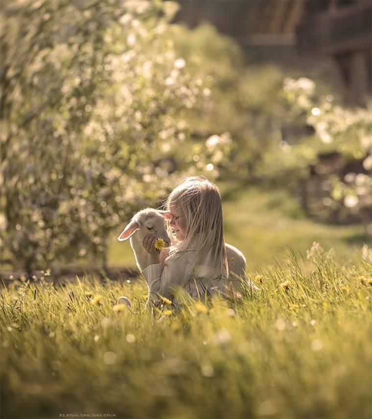 kids-and-animals-elena-shumilova-9
