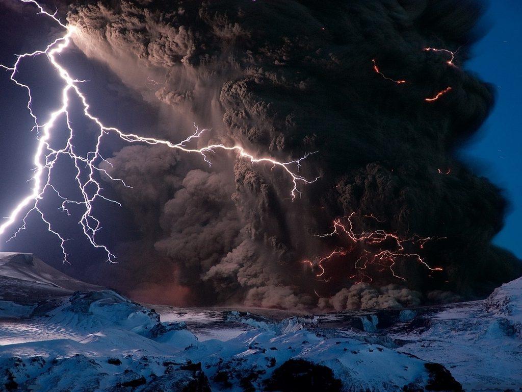 Blesky vytvorené pri výbuchu islandskej sopky Eyjafjallajökull