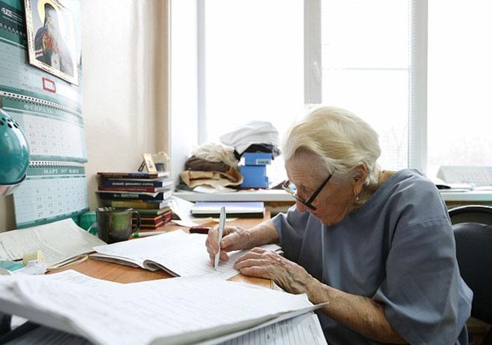 89-year-old-surgeon-alla-ilyinichna-levushkina-7
