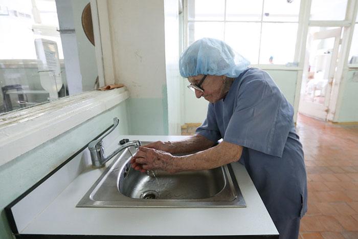 89-year-old-surgeon-alla-ilyinichna-levushkina-17