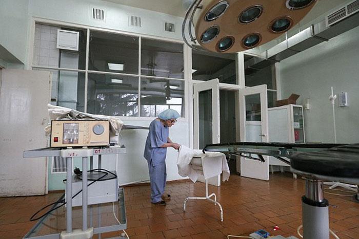 89-year-old-surgeon-alla-ilyinichna-levushkina-4