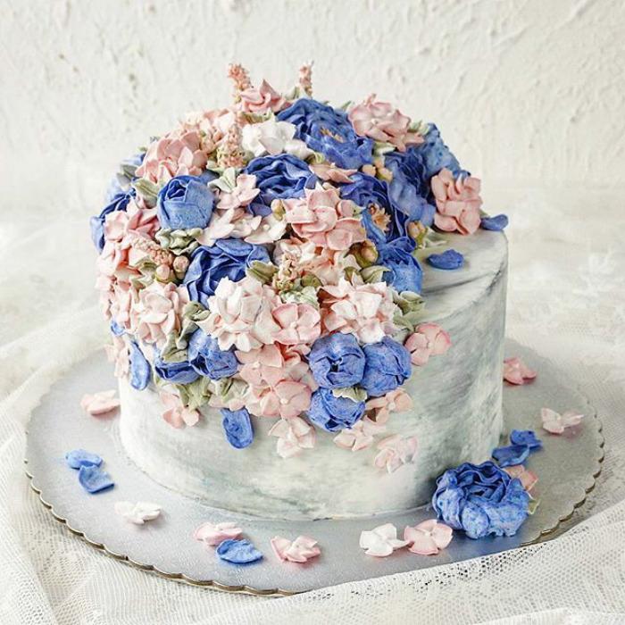 Spring-colourful-buttercream-flower-cakes
