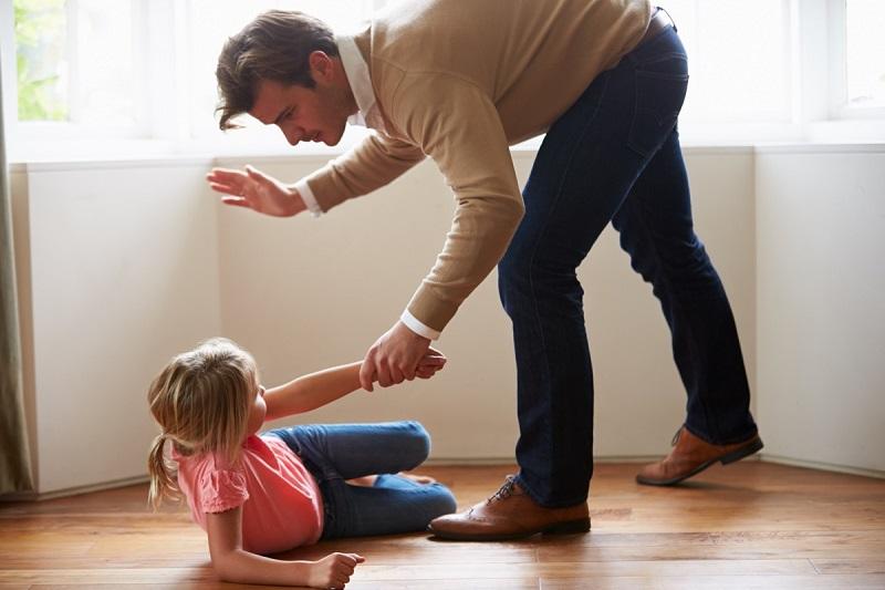 наказание ребенка ремнем