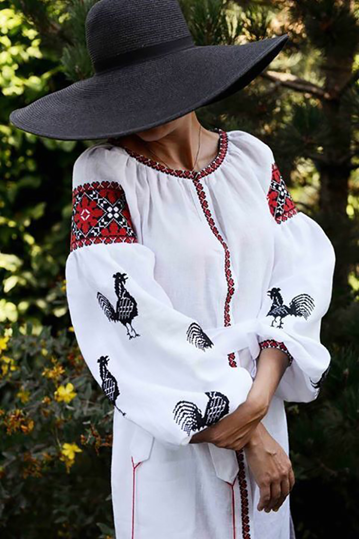 платья с вышивкой в украинском стиле