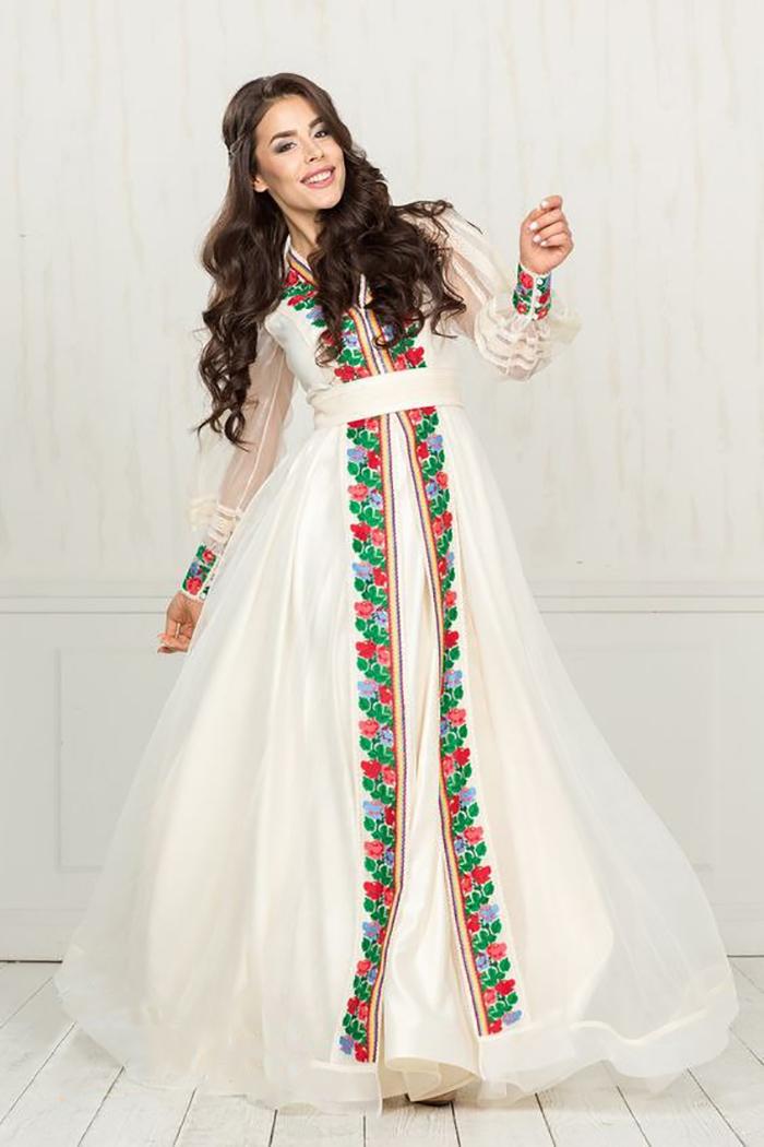 платье с вышивкой в украинском стиле