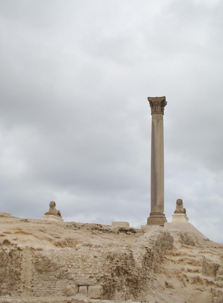 pompey pillar in alexandria fotografia