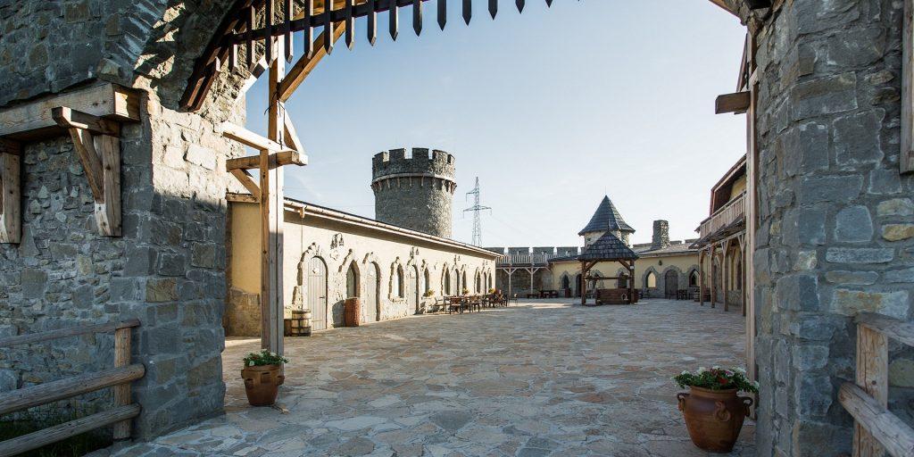 stredoveky hrad